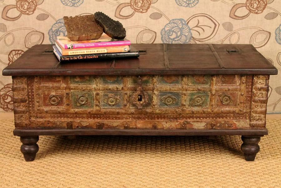 Antique trunk coffee table coffee table design ideas Old trunks as coffee tables