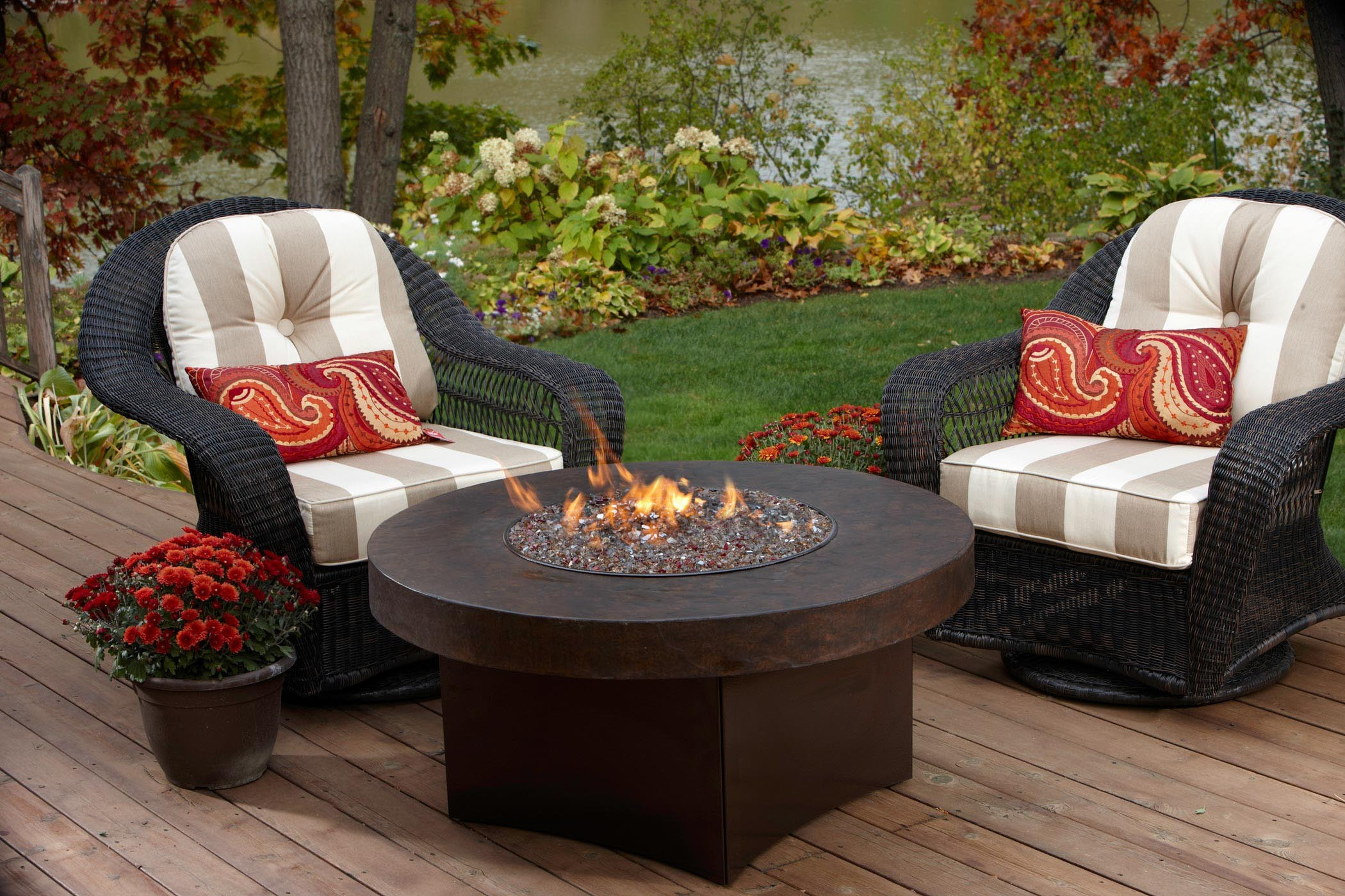 Patio coffee table with fire pit coffee table design ideas Relaxed backyard deck ideas